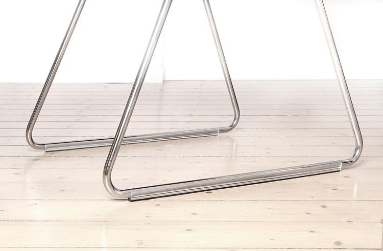 Klemmgleiter im XXL-Format: Stabilität für filigrane Designer-Stühle