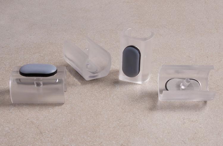 Voll im Trend: Transparente Klemmgleiter mit Zapfenbefestigung
