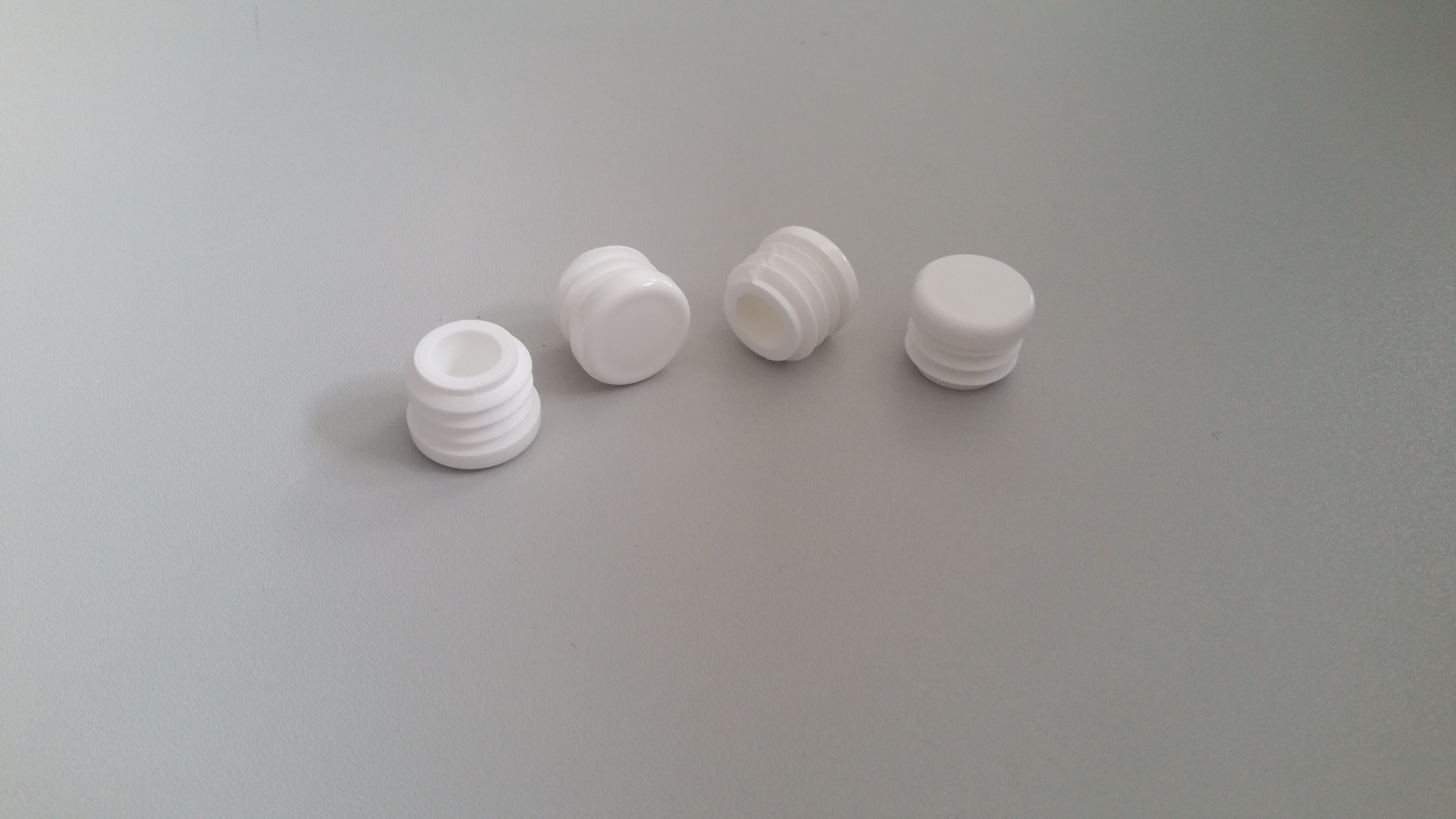 Runde Lamellenstopfen aus Kunststoff – jetzt auch in weiß erhältlich